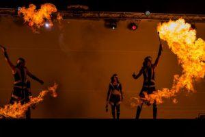 akční podívaná s ohněm v show Postrpoi