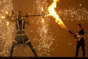 plamenomet a pyroefekty v ohnivé show