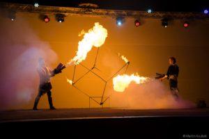 ohnivá kostka a plamenomety v akce